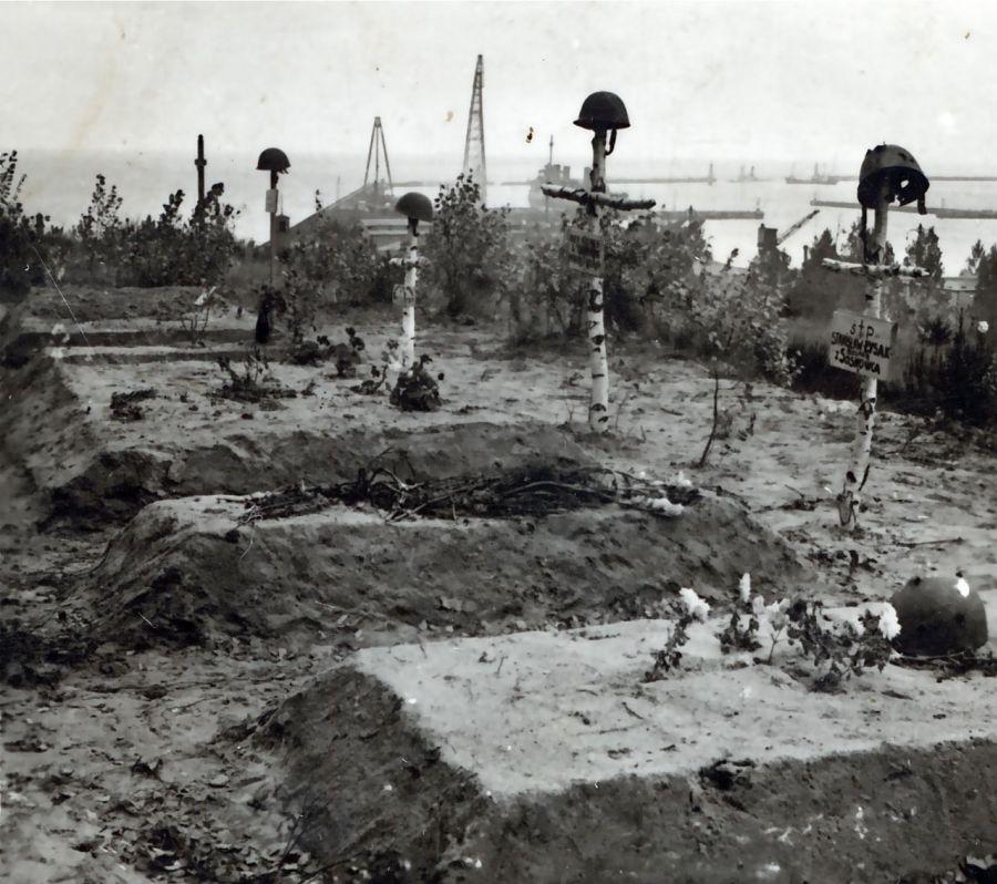 Groby żołnierzy poległych na Kępie Oksywskiej w 1939 r.