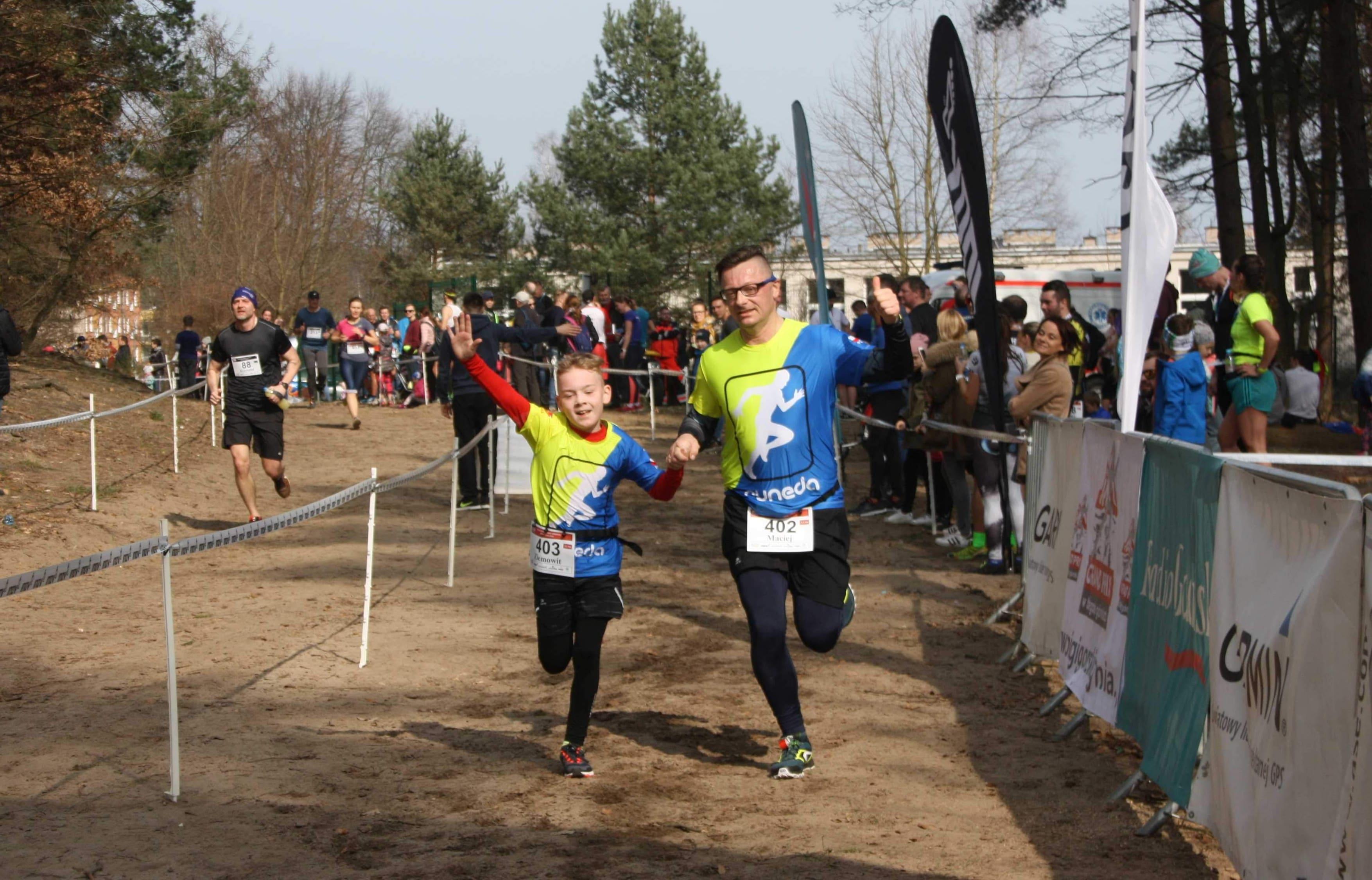 Ziemowit z tatą Maciejem podczas zawodów biegowych, fot. archiwum rodzinne