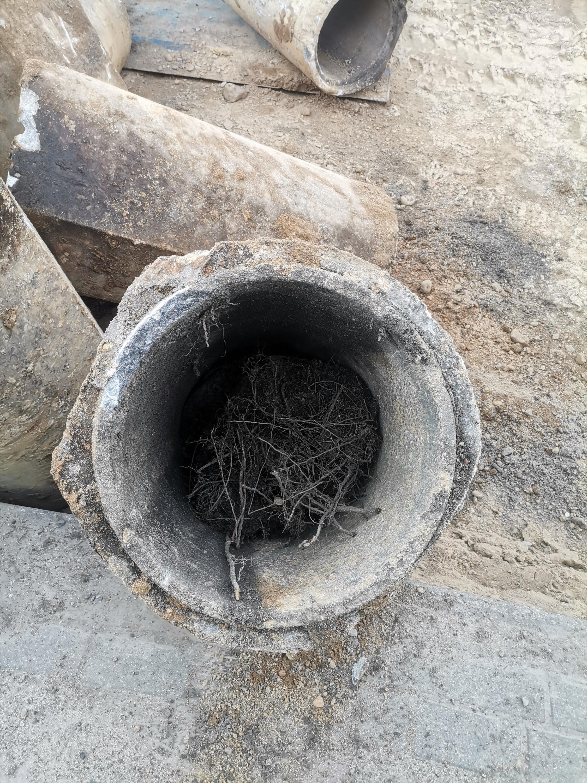 Wykopane stare rury