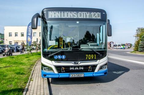 Uroczyste wprowadzenie do ruchu dwóch autobusów MAN Lion's City 12C Efficient Hybrid.