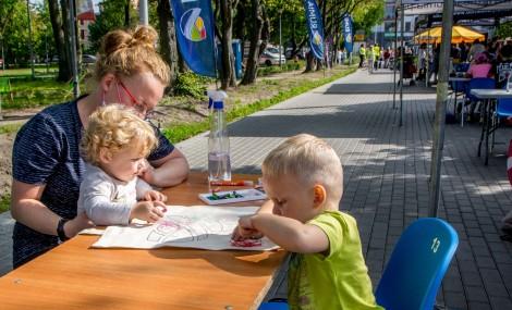 """Piknik uliczny organizowany z okazji """"Dnia bez Samochodu"""""""