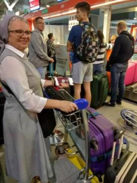 Siostra Elżbieta Blok podczas podróży.