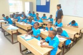 Uczniowie podczas lekcji.