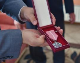Medal wręczony z okazji 50-lecia zawarcia związku małżeńskiego.