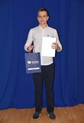 Wyróżniający się uczeń, który otrzymał stypendium.
