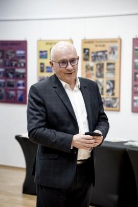 Zdjęcie wykonane podczas przemowy wiceburmistrza Piotra Wittbrodta.