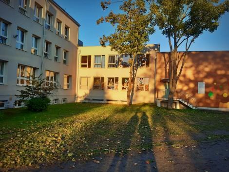 Współczesne zdjęcie szkoły