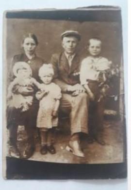 Zdjęcie z rodzinnego archiwum Kułakowskich – dziadkowie ze strony mamy p. Mikołaja.