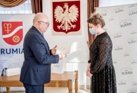 Od lewej: wiceburmistrz Piotr Wittbrodt oraz Teresa Płotkowiak