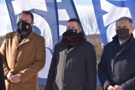 Od lewej: wiceprezydent Gdyni do spraw rozwoju Marek Łucyk, wiceburmistrz Rumi do spraw inwestycji Ariel Sinicki, burmistrz Redy Krzysz...