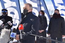 Przemawiający Krzysztof Krzemiński, burmistrz Redy