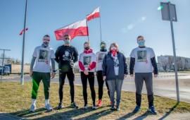Uczestnicy symbolicznego biegu