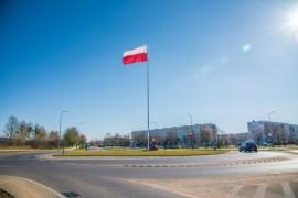 Maszt flagowy znajdujący się na rondzie im. rotmistrza Witolda Pileckiego