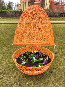 Wielkanocne ozdoby, które stanęły w parku Żelewskiego