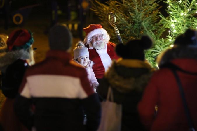 Nowe miejsce się przyjęło – rekordowa frekwencja na Jarmarku Świątecznym