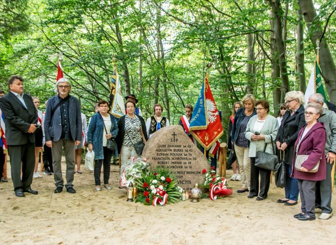 Odsłaniając obelisk, upamiętnili ofiary drugiej wojny światowej