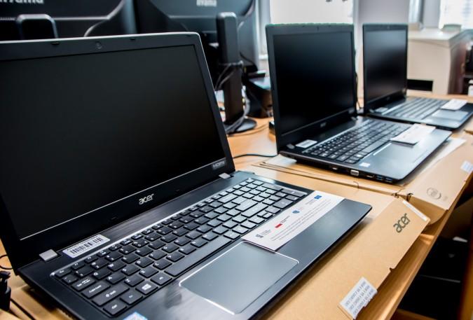 Miasto kupiło laptopy dla uczniów i nauczycieli