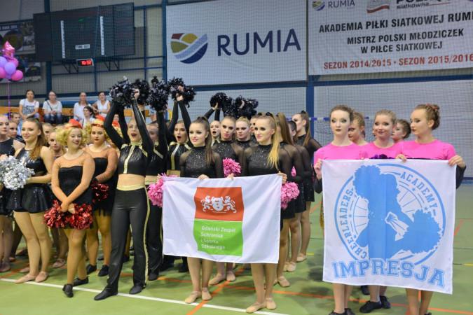 Ponad 400 cheerleaderek rywalizowało w Rumi