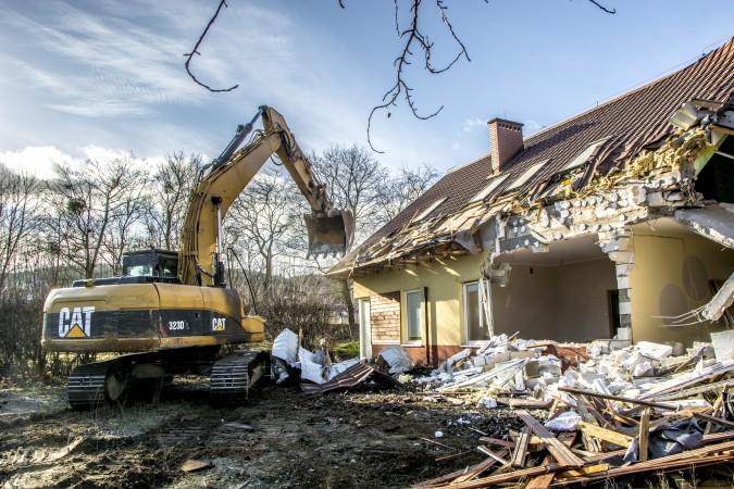 Budowa węzła integracyjnego coraz bliżej, trwają wyburzenia