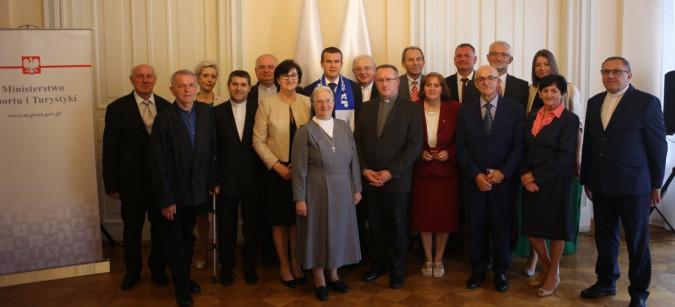 """Minister wręczył odznaki """"Za Zasługi dla Sportu"""""""