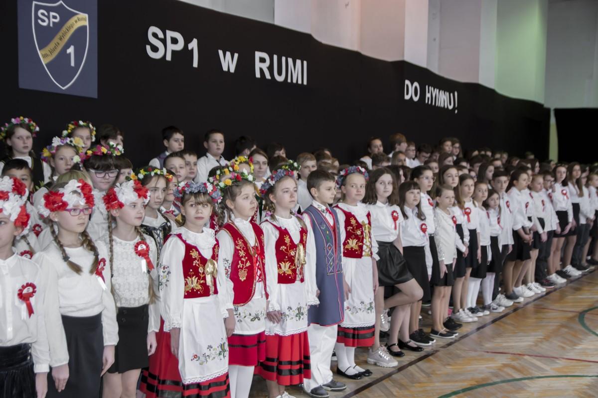 """Szkoła Podstawowa nr 1 w Rumi zdobyła pierwsze miejsce na wojewódzkim szczeblu konkursu """"Do Hymnu"""""""