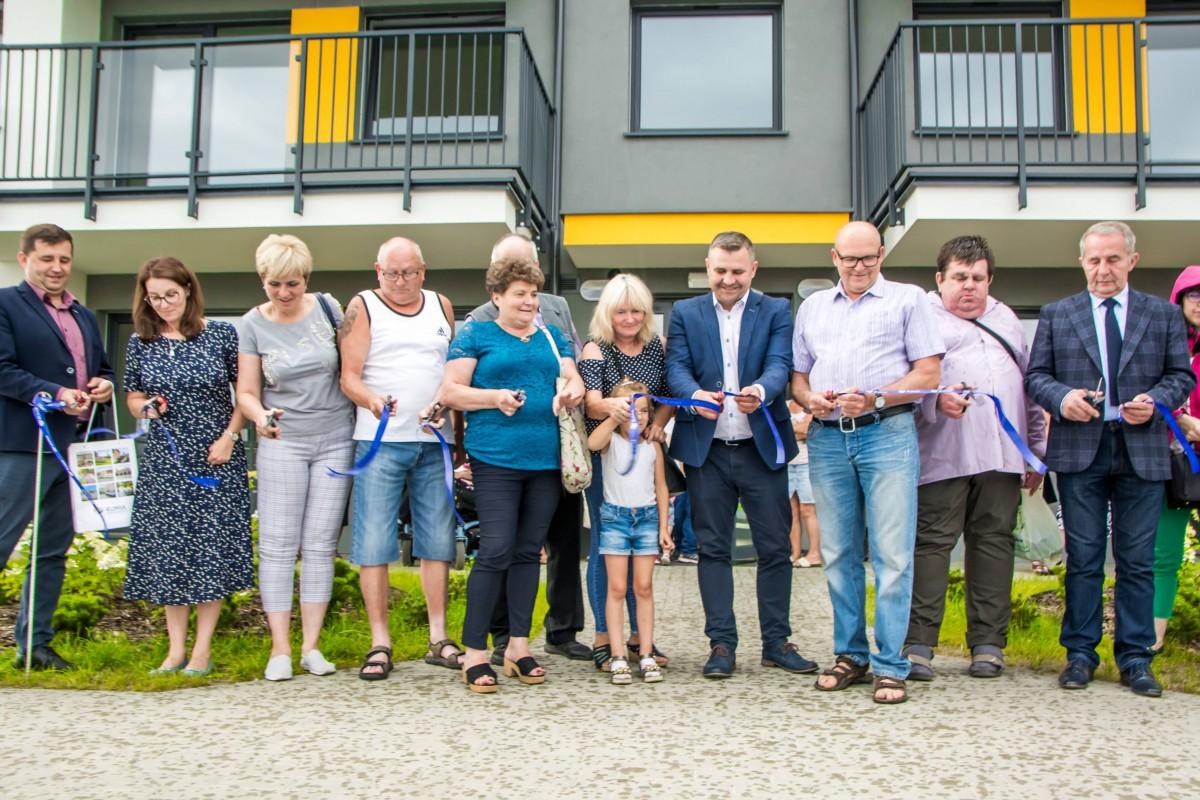 Lokatorzy wprowadzają się do nowych mieszkań komunalnych