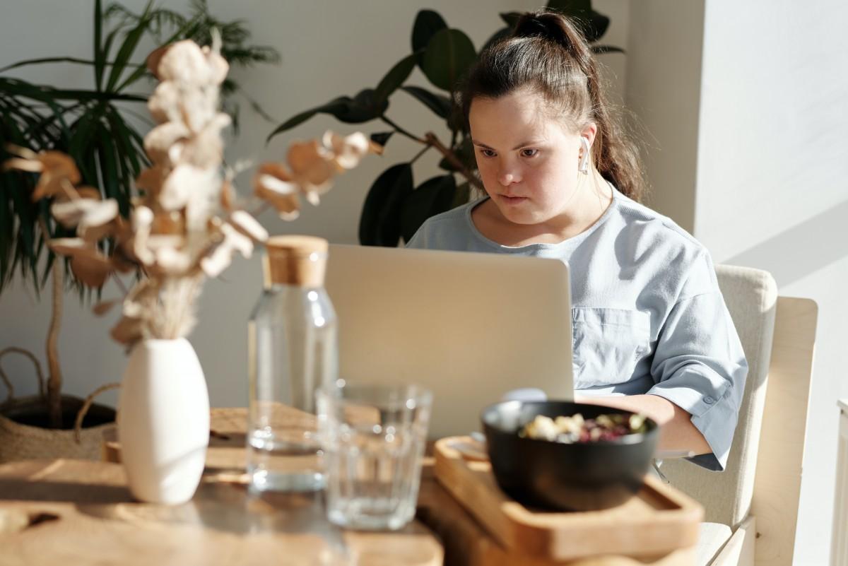 Osoby niepełnosprawne spróbują samodzielnego życia – zdjęcie ilustracyjne (fot. Cliff Booth / pexels.com)