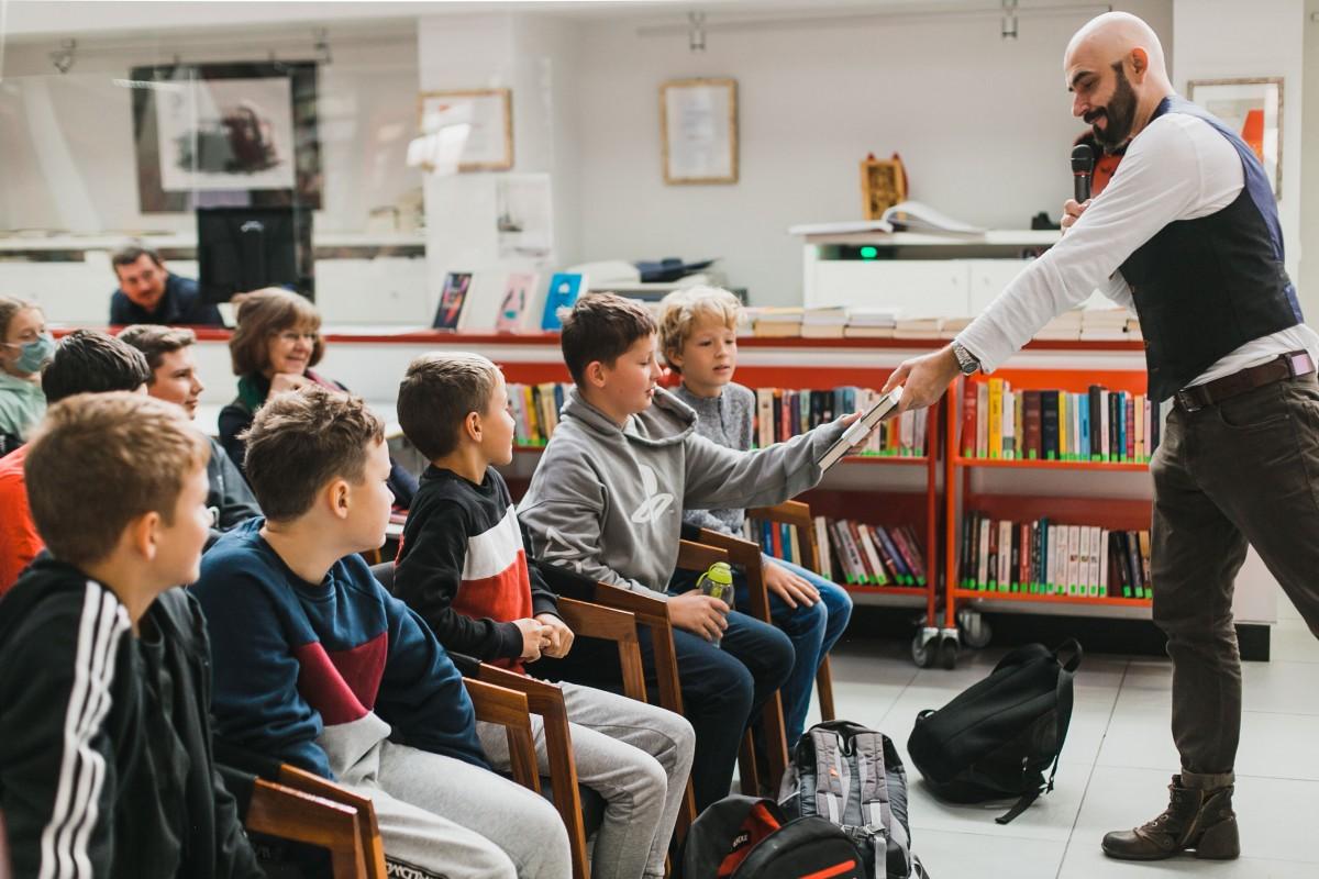 Marcin Szczygielski spotkał się z młodzieżą w Stacji Kultura