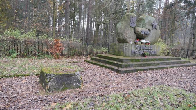 Cmentarz wojenny w Łężycach